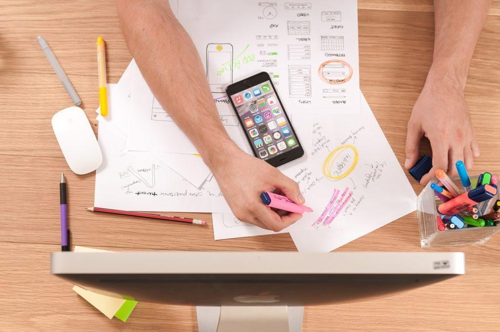 Come creare il programma di un evento: ingaggia un designer o realizza il programma autonomamente usando un modello.