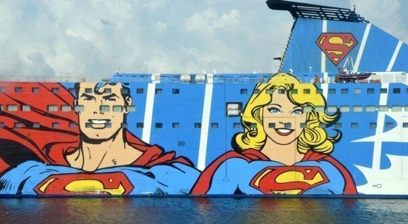 Una pubblicità sul lato di una nave