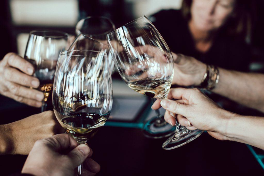 Degustazione di vini: invitate dalle 8 alle 12 persone.