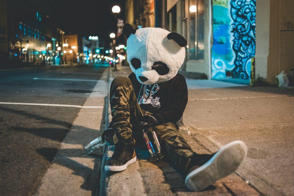 Come organizzare un pub crawl: non volete che il vostro gruppo faccia la fine di questo panda.